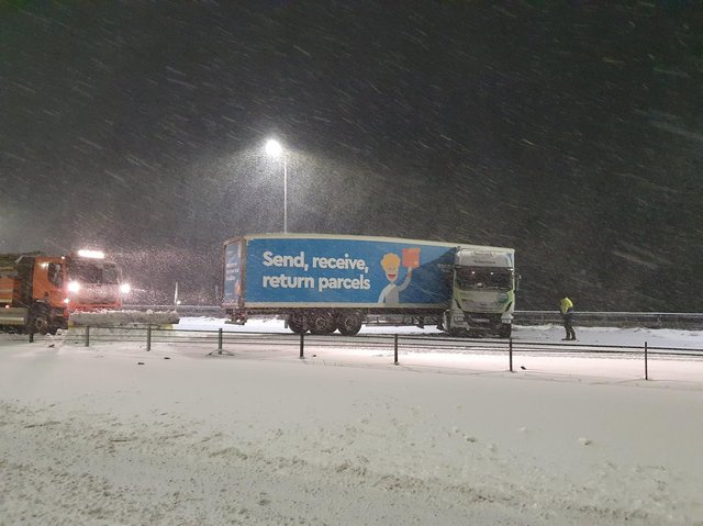 A lorry was stuck on the M62 during heavy snowfall. Photo: Traffic Dave of West Yorkshire Police @WYP_TrafficDave