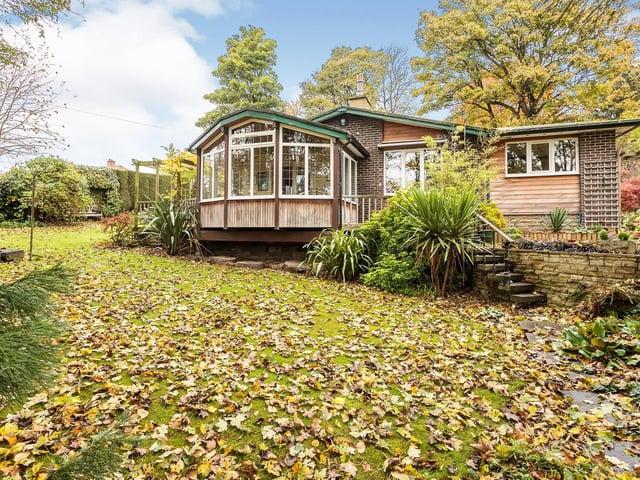 Individually designed bungalow in Earlsheaton