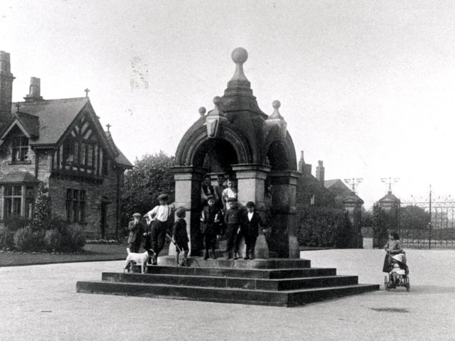 CROW NEST PARK: The beautiful fountain before it was moved in 1924.