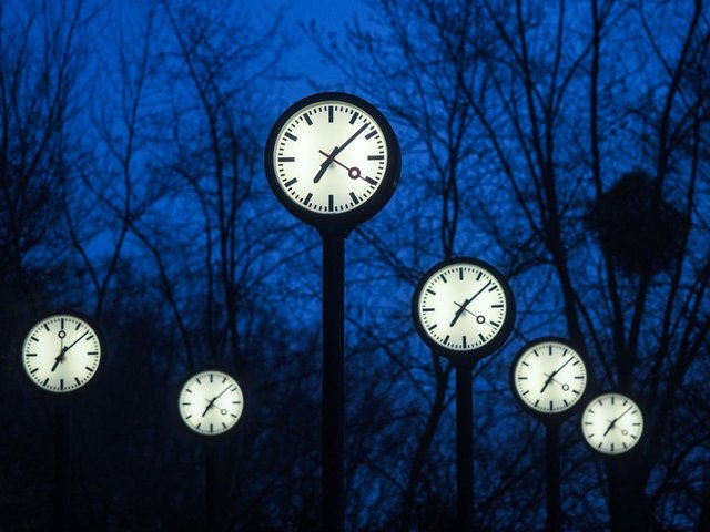 Anticipation with both excitement and dread certainly alter our perception of time. Photo: Getty Images